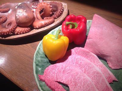 ステーキハウス ペイザン 肉とタコ.jpg