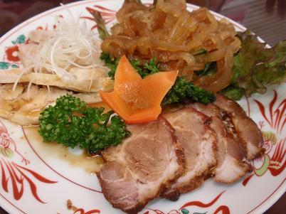 雲井亭 焼豚、蒸し鶏のネギソース.JPG