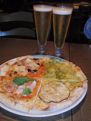 淡路風イタリア料理 4種のトッピングのピザ.JPG