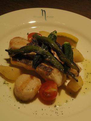 淡路風イタリア料理 スズキと帆立貝柱のグリル レモン添え.JPG