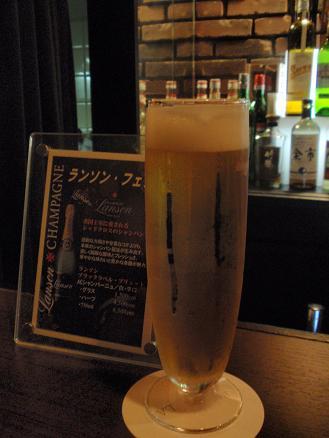 神戸グルメバー情報 Bar エステレーラ様 スーパードライ生ビール.JPG