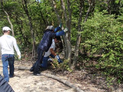 森林の香りを楽しめる「香りの道」 三木山森林公園 支障枝除去.JPG